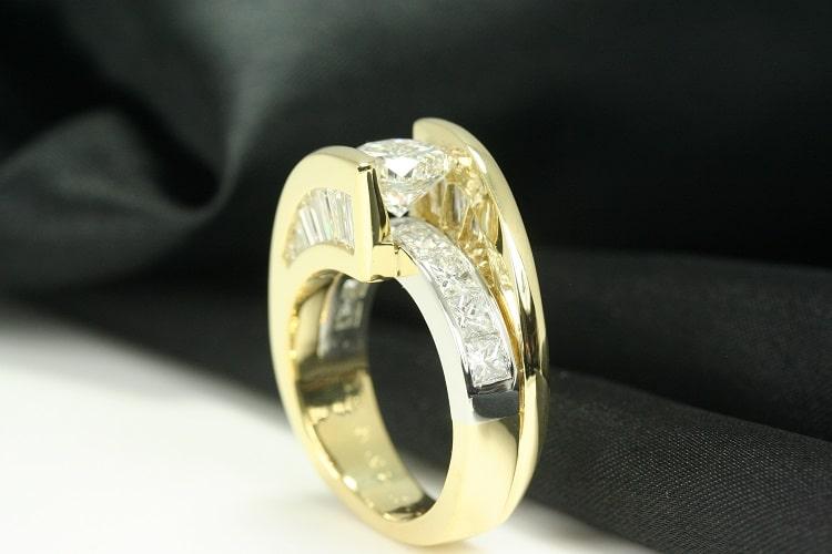 House of Diamonds: Diamond Engagement Ring Yellow Gold